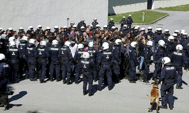Archivbild: Im April übten in Tirol rund 200 Polizisten den Großeinsatz, nun sind 2100 Beamte im Einsatz.