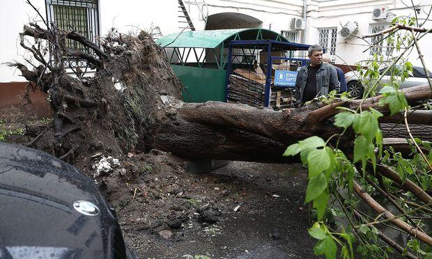 Zahl der Toten nach Sturm in Moskau auf mindestens 15 gestiegen