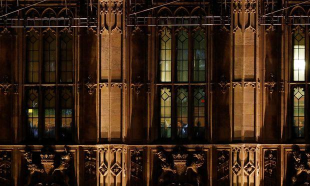 Die britische Premierministerin Theresa May spricht vor Mitgliedern des Parlaments der Konservativen Partei in Saal 14 des Ausschusses 14 in den Houses of Parliament in London