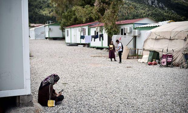Eine Familie in einem Flüchtlingslager nördlich von Athen.