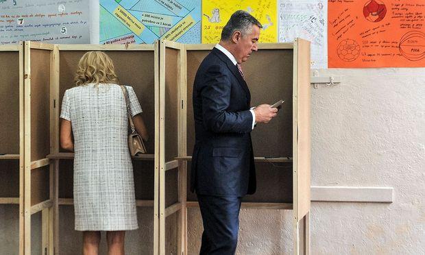 Der 56-jährige Djukanovic hofft darauf, bereits im ersten Durchgang die notwendige Mehrheit erhalten zu können.