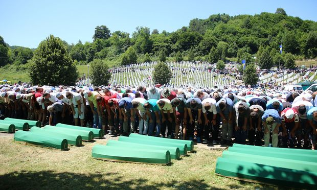 Sterbliche Überreste weiterer Opfer des Massakers beigesetzt