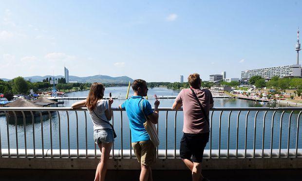 Irgendwo an die Donau soll die neue Bühne kommen. Wohin, ist noch nicht geklärt.