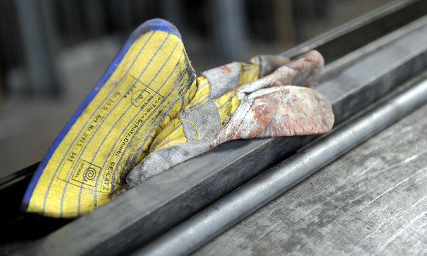 Metallarbeiter haben schon jetzt Arbeitstage, die ganz legal zwölf Stunden dauern können.
