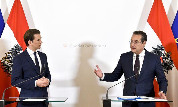 Das wichtigste Vorhaben der Koalition, das Meisterstück von ÖVP und FPÖ, war und ist die Steuerreform (Kurz und Strache bei der Präsentation Ende April).
