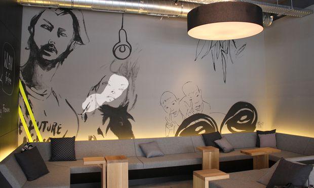 Wand-Artwork in einem stylischen Wiener Café.