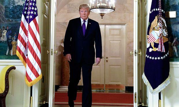 Donald Trump kündigt den Militärschlag gegen Syrien an.