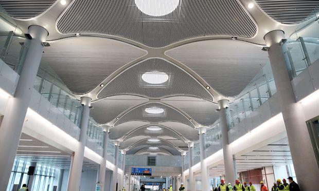 So sieht der neue Großflughafen in Istanbul von innen aus. Offiziell soll er am 29. Oktober eröffnet werden.