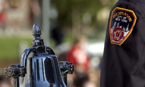 Symbolbild. Die New Yorker Feuerwehr trauert um eine Mitarbeiterin des Rettungsdienstes.