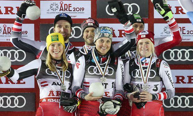 Sechs Silbermedaillen-Gewinner aus Österreich - vorne von links: Liensberger, Gritsch, Truppe; hinten von links: Schwarz, Hirschbühl, Matt.