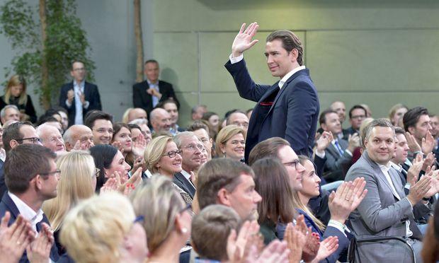 Begeisterung für Parteichef Sebastian Kurz 365 Tage nach der Wahl.