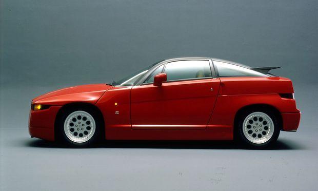 Das Monster: Wucht und Präsenz des vier Meter langen Alfa Romeo SZ (für Sprint Zagato, Bauzeit 1989 bis 1991).