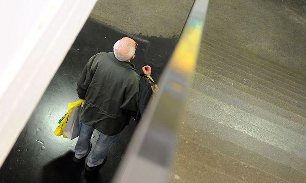 Experten: Pensionen müssen gekürzt werden