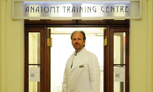 Hannes Traxler, Facharzt für Anatomie.