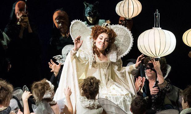 "Andrea Carroll als Nannetta im Feen-Bild von Verdis ""Falstaff""."