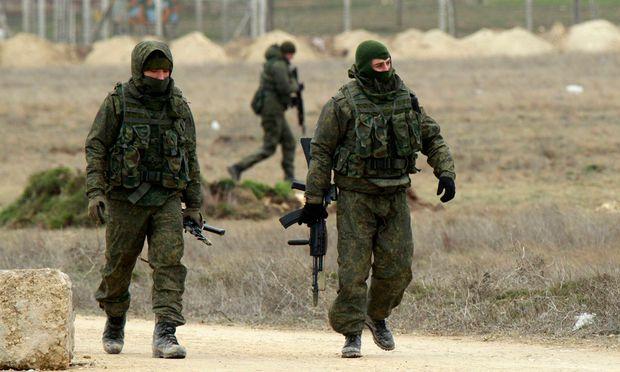 Mutmaßlich russische Soldaten auf der Krim-Halbinsel Anfang März 2014