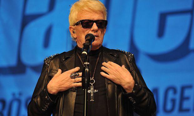 Peinlich! Heino schenkt Heimatministerin Schallplatte mit Lieblingsliedern der SS
