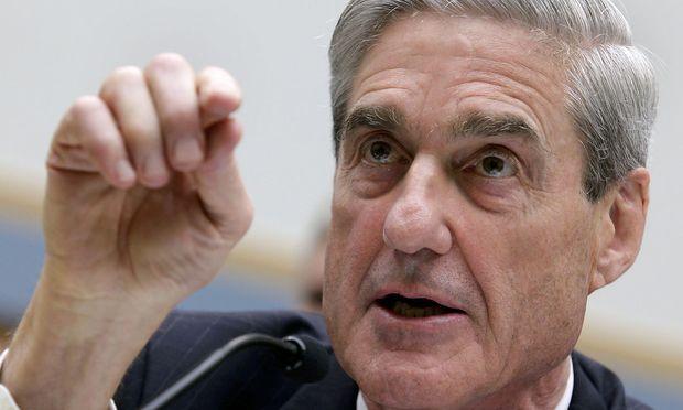 Mueller untersucht die mutmaßlichen russischen Einmischungen in den US-Präsidentschaftswahlkampf 2016 und eine mögliche Verwicklung des Trump-Teams.