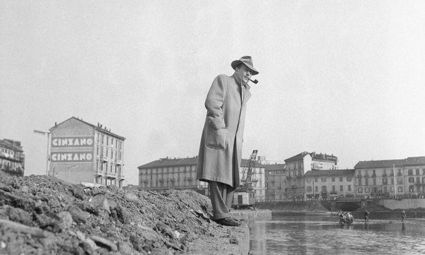 Georges Simenon (1903–89) beim Blick ins Mailänder Hafenbecken: Es erinnerte ihn an einen Kanal in Paris. / Bild: Getty