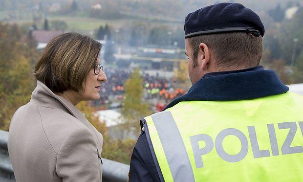 Innenministerin Mikl-Leitner an der slowenisch-österreichischen Grenze