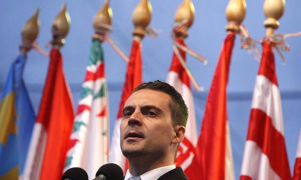 Jobbik-Chef Gábor Vona – hier im Parlament in Budapest – wird von den Linken und den Liberalen umworben.