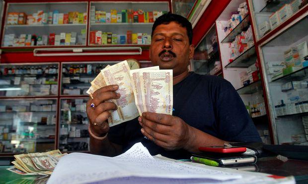 Nur noch kleinere Geldscheine behielten in Indien ihre Gültigkeit.