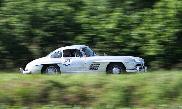 """Fünf Auszeichnungen für Mercedes Benz beim """"Motor Klassik Award 2017"""": Leser stimmen für den Stern"""