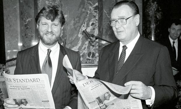 """""""Standard""""-Chef Oscar Bronner und Springer-Chef Peter Tamm im KHM beim Fest zur Gründung der Zeitung am 18. Oktober 1988."""