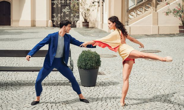 Alice Firenze und Davide Dato sind eines der vier antanzenden  Csárdás-Paare.