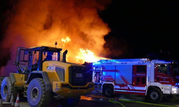Großbrand in Müllentsorgungsbetrieb in Kapfenberg