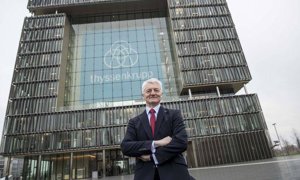 Heinrich HIESINGER Vorstandsvorsitzender CEO vor der Konzernzentrale Q1 Quartier Bilanzpresseko