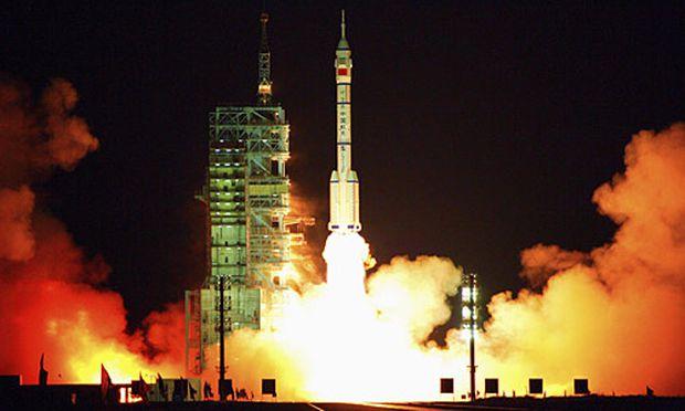 Chinas Rakete 'Langer Marsch' hebt ab.