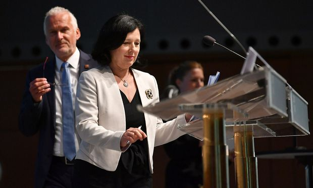 Justizkommissarin Jourova mit Justizminister Josef Moser.