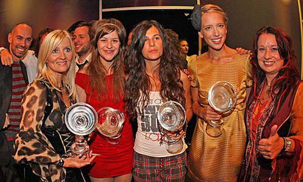 Gewinnerinnen des Amadeus-Awards: Seer (ganz re und li), Herbstrock (2vli), Anna F. (Mitte) und Vera (2vre).