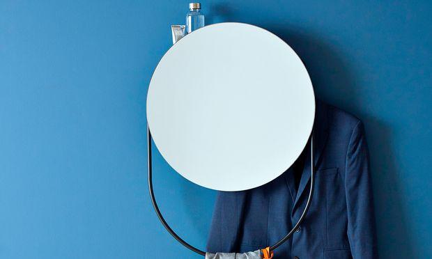 """Kreisrund. Die dänische Designerin Rikke Frost entwarf für Woud den Spiegel """"Verde""""."""