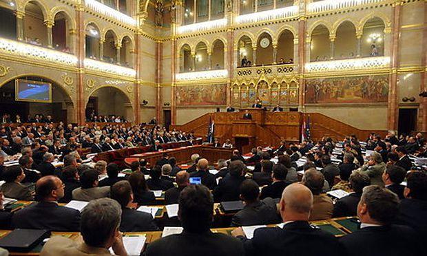 Ungarn beschließt umstrittene Doppelstaatsbürgerschaft