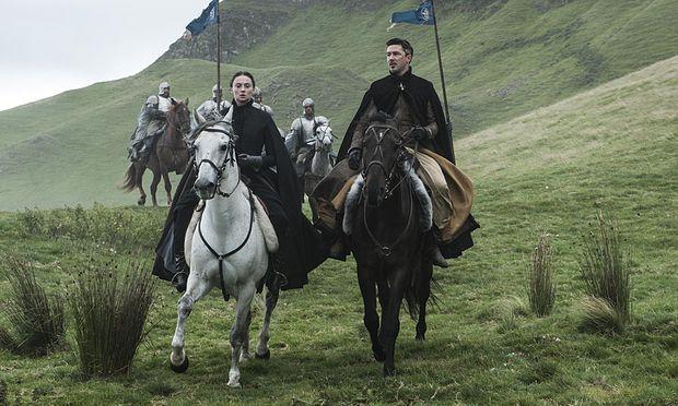 Sansa und Littlefinger auf dem Weg nach Winterfell / Bild: (c) HBO/HELEN SLOAN