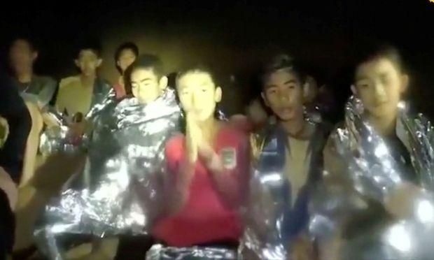 Die Buben in der Höhle