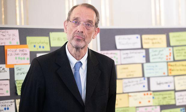 """""""Die Zentralmatura ist genau das richtige Vehikel"""", sagt Bildungsminister Heinz Faßmann (ÖVP). Trotzdem soll es Änderungen bei der Mathematikprüfung geben. 1800 Wünsche haben Lehrer, Eltern und Schüler geäußert."""
