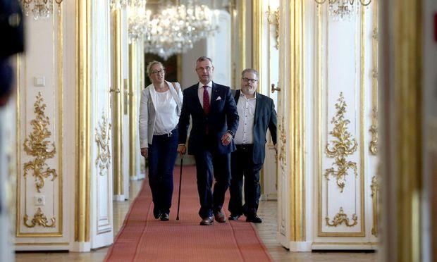 Der designierte FPÖ-Chef Norbert Hofer am Weg zum Bundespräsidenten.