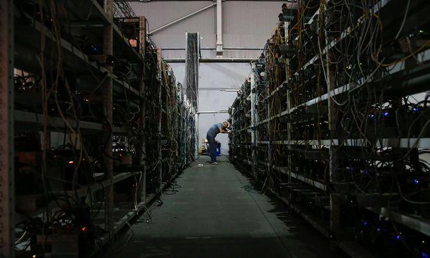 """Bitcoin werden in solchen """"Mining-Farmen"""", wie hier in Russland, geschürft. Künftige Kryptowährungen könnten wieder von den Zentralbanken kommen."""