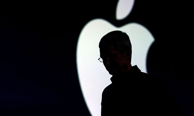 Archivbild: Die Silhouette von Apple-Chef Tim Cook