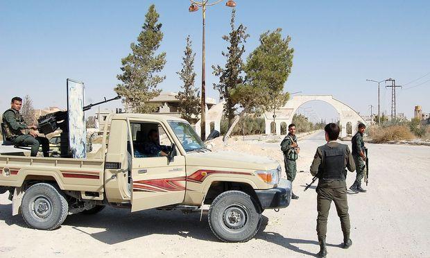 Die syrischen Truppen haben mittlerweile die Kontrolle über Al-Qaryatain zurückgewonnen. / Bild: APA/AFP/STRINGER