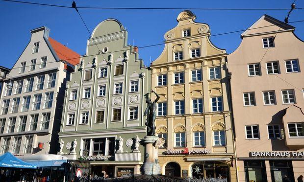 Die Maximilianstraße, die viele neuralgische Bauten verbindet.