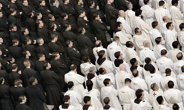 Thousands Attend Mass In Honour Of the Pope