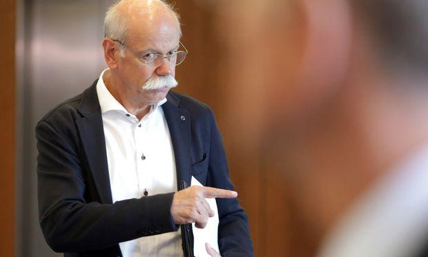 Aus eins mach drei: Daimler-Chef Dieter Zetsche baut den Konzern um.