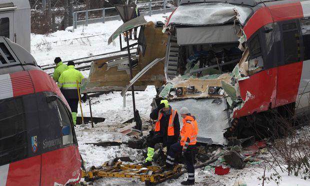 Stunden nach dem Unfall wurden die beiden Züge ''getrennt''