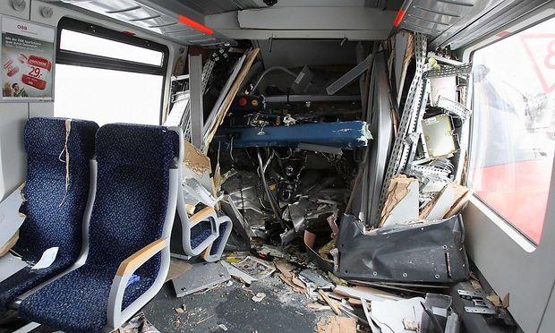 Der Zugführerstand wurde durch den Aufprall in den Passagierraum gedrückt.