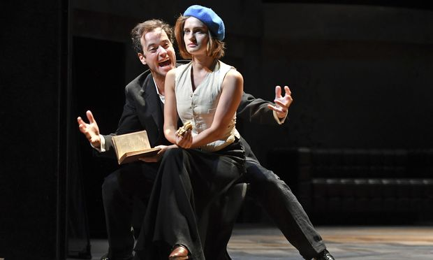 Wahre Liebe hat es hier schwer: Selma (Alma Hasun), Hans Alt (Alexander Absenger).