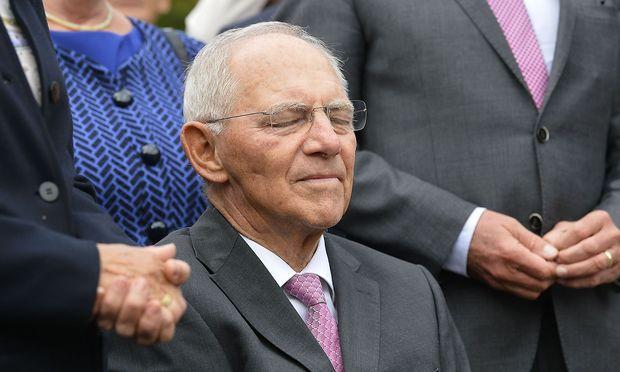 Der Veteran genießt das Lob: Wofgang Schäuble bei seinem 75. Geburtstag. / Bild: APA/AFP/THOMAS KIENZLE